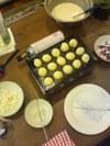 Making_takoyaki_2